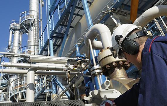 1572_refinery_process_additives