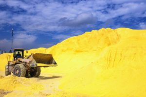 Caking-sulfur-stockpile-1024x682
