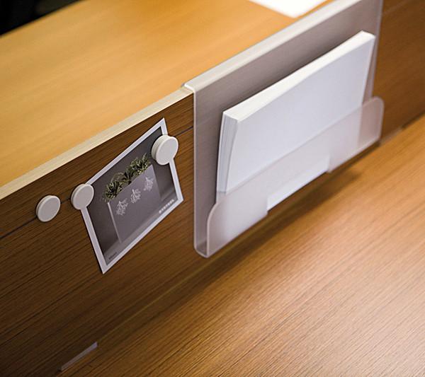 3364_fernando-mayer-paneles-divisorios-paneles-de-escritorio3-600x533