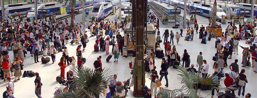 Zugverkehr Und Bahnhöfe